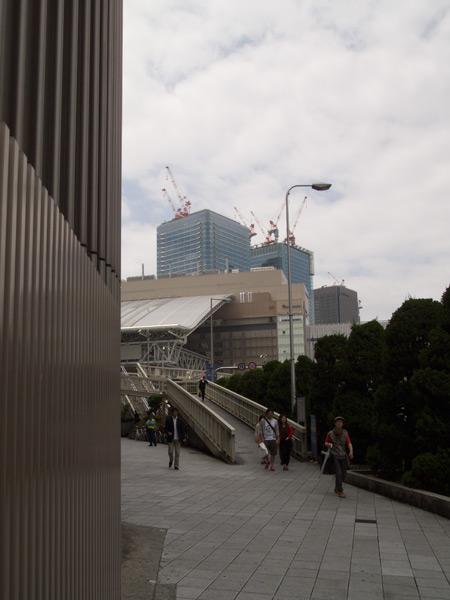 阪神梅田駅前スロープ