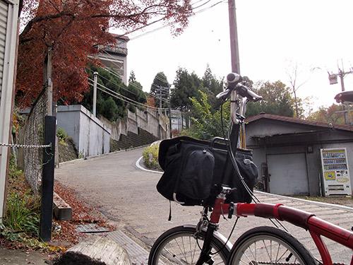 吟松寺からの登り坂