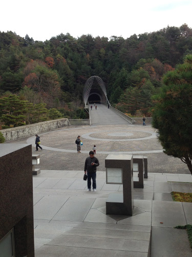MIHO MUSEUM 入館口からの眺め