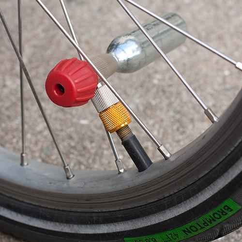 ブロンプトン前輪への接続
