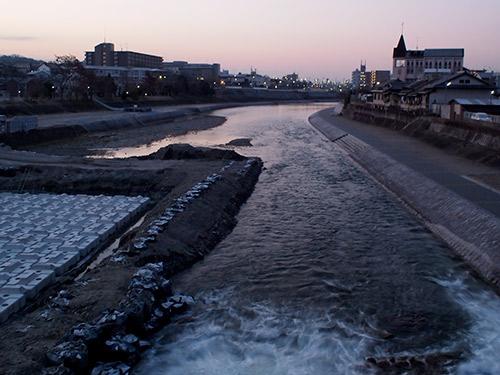 夜明けの鴨川