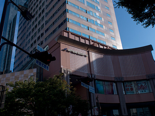 神戸情報文化ビル前