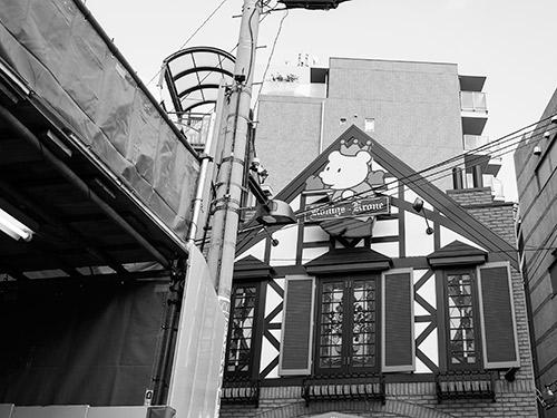 阪急岡本駅前
