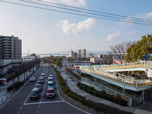 芦原陸橋南歩道橋から尼崎市役所
