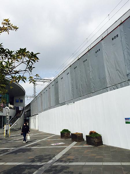 改装中の明石駅前