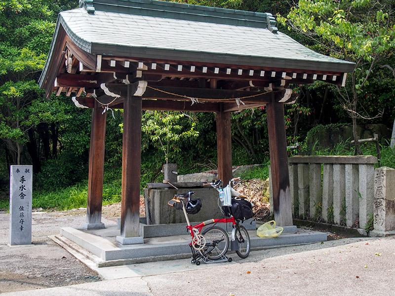 榊山八幡神社 手水舎