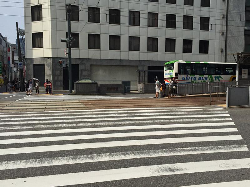 広島電鉄駅への横断歩道