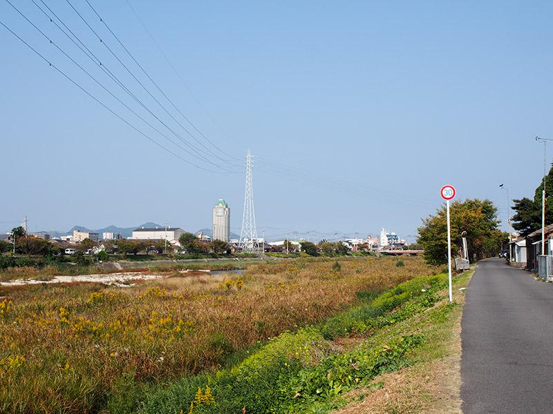 蒼社川から今治市街