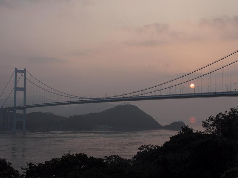 来島海峡大橋 夜明け