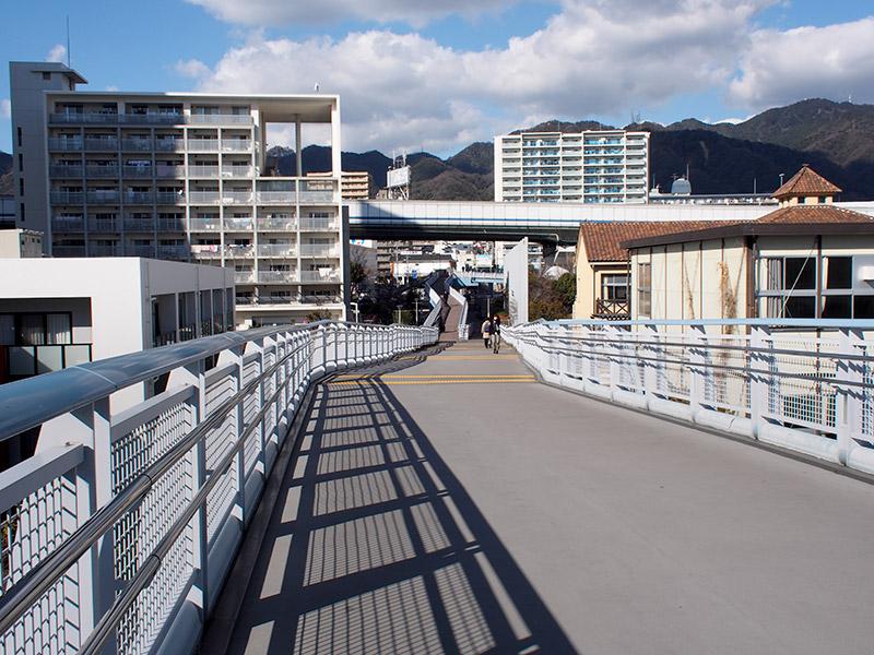 HAT春日野道南線 歩道橋