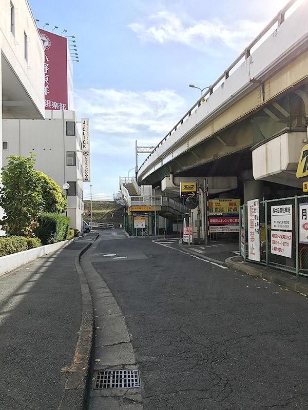 新淀川大橋北側 歩行者用登り口