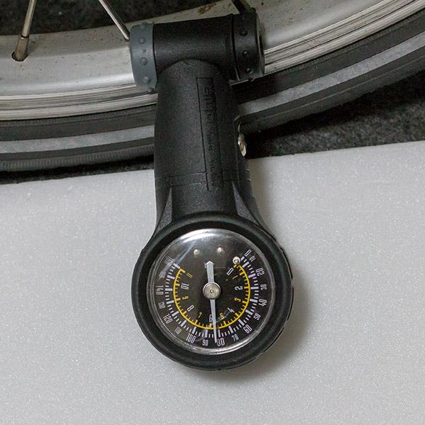 タイヤ空気圧