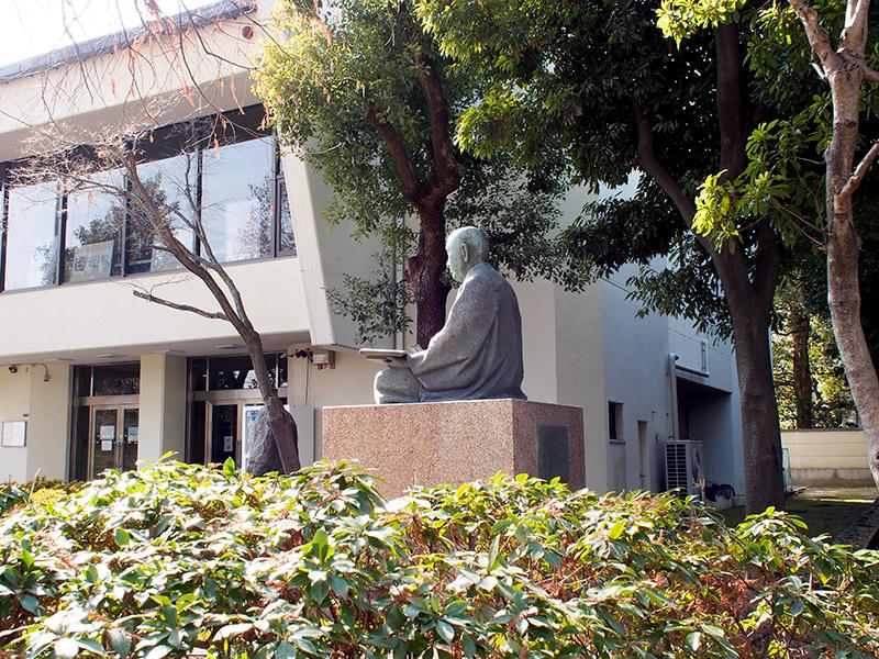 近松門左衛門 銅像 2018