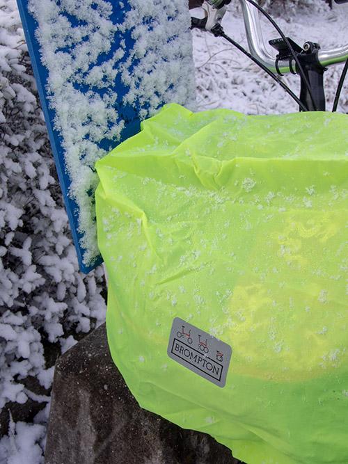 Brompton バッグカバーと雪