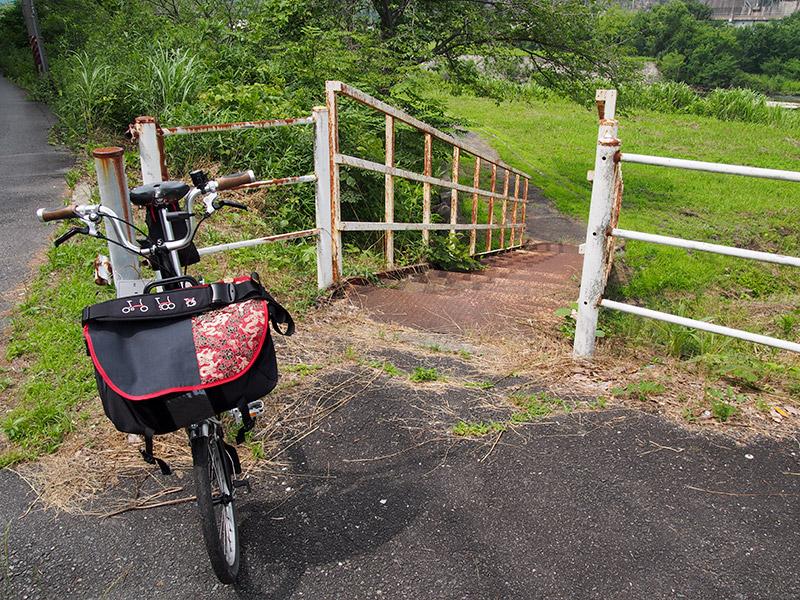 道場自転車歩行者専用道路 階段