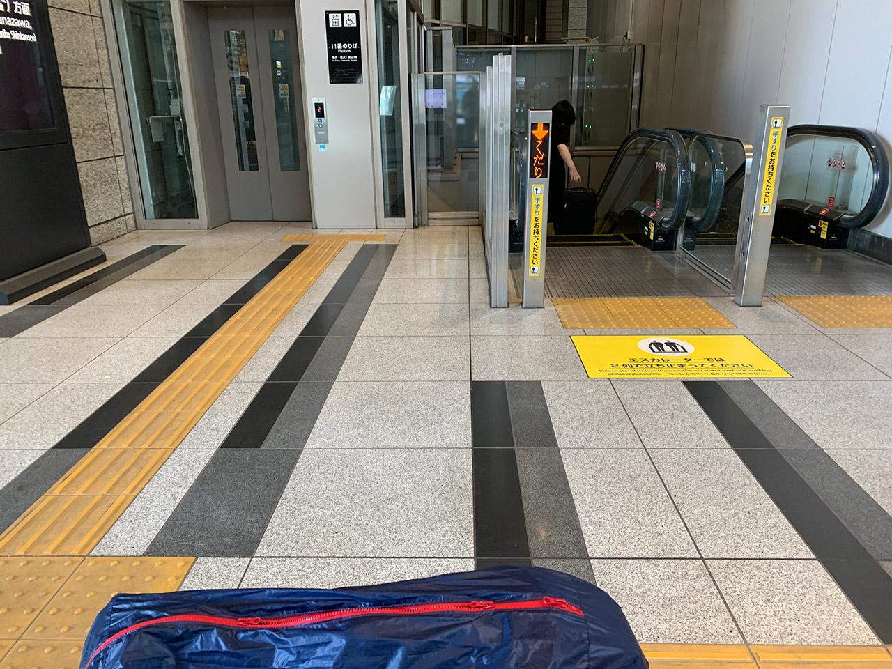 JR大阪駅 3F連絡橋 11番線乗り口