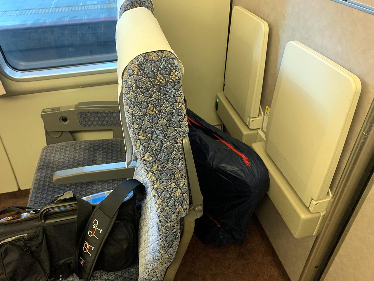 特急サンダーバード 座席後部スペース