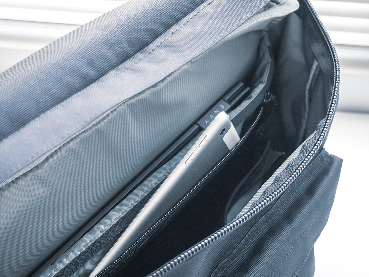Metro Backpack インナーポケット